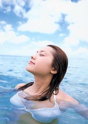 Asami Abe : Hotties Japan Bikini Girl