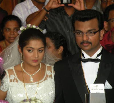 Kunjako Boban Wedding Photos On Malayalam Actress Karthika Is One Of Her Fans Merin Mathew