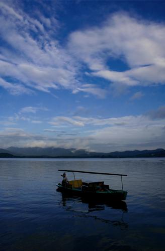 Dawn over Xi Hu Lake