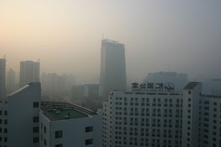 Smog hangs over Beijing