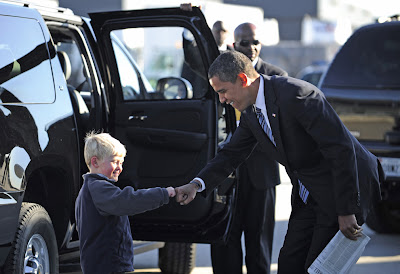 Obama giving little kid dap