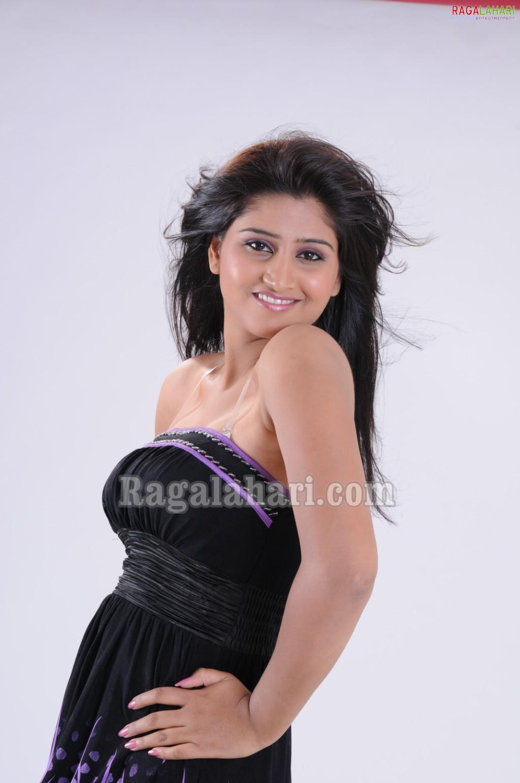 Telugu Actress Hot Photos Shamili Showing Sexy Boobs-9998