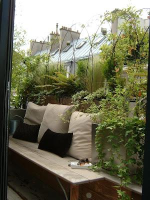 d coration balcon parisien. Black Bedroom Furniture Sets. Home Design Ideas