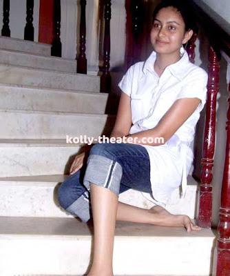 Nadodigal Fame Abhinaya Stills 5