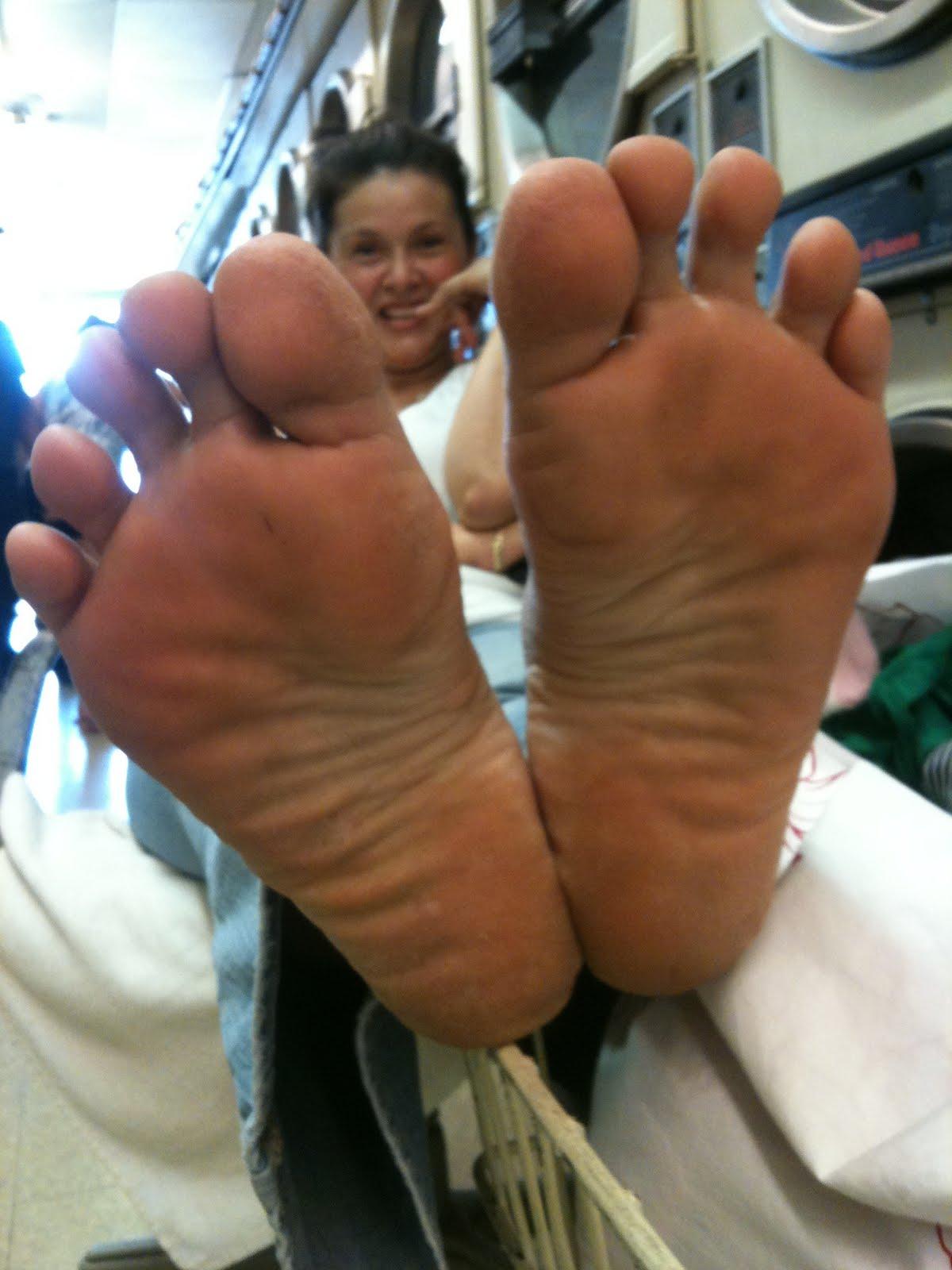 feet and soles Mature toes ebony