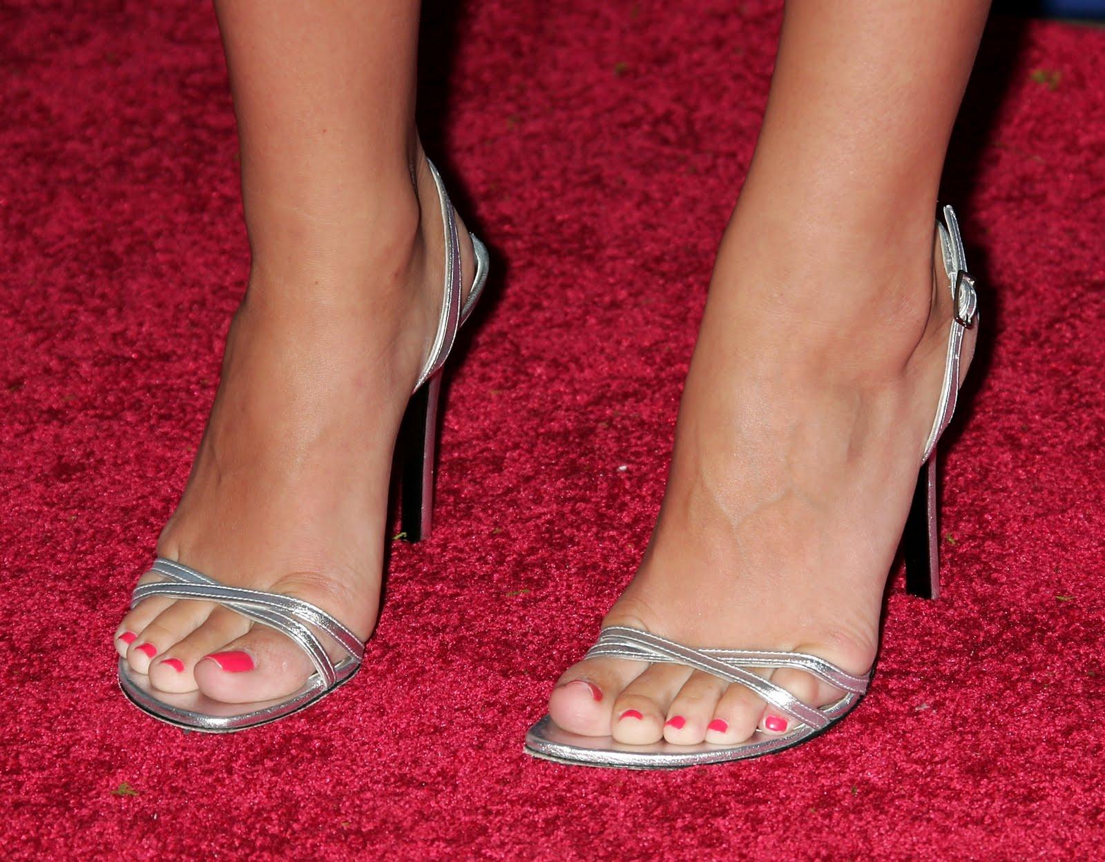 Bigfoot Celebrity: Katharine McPhee Feet