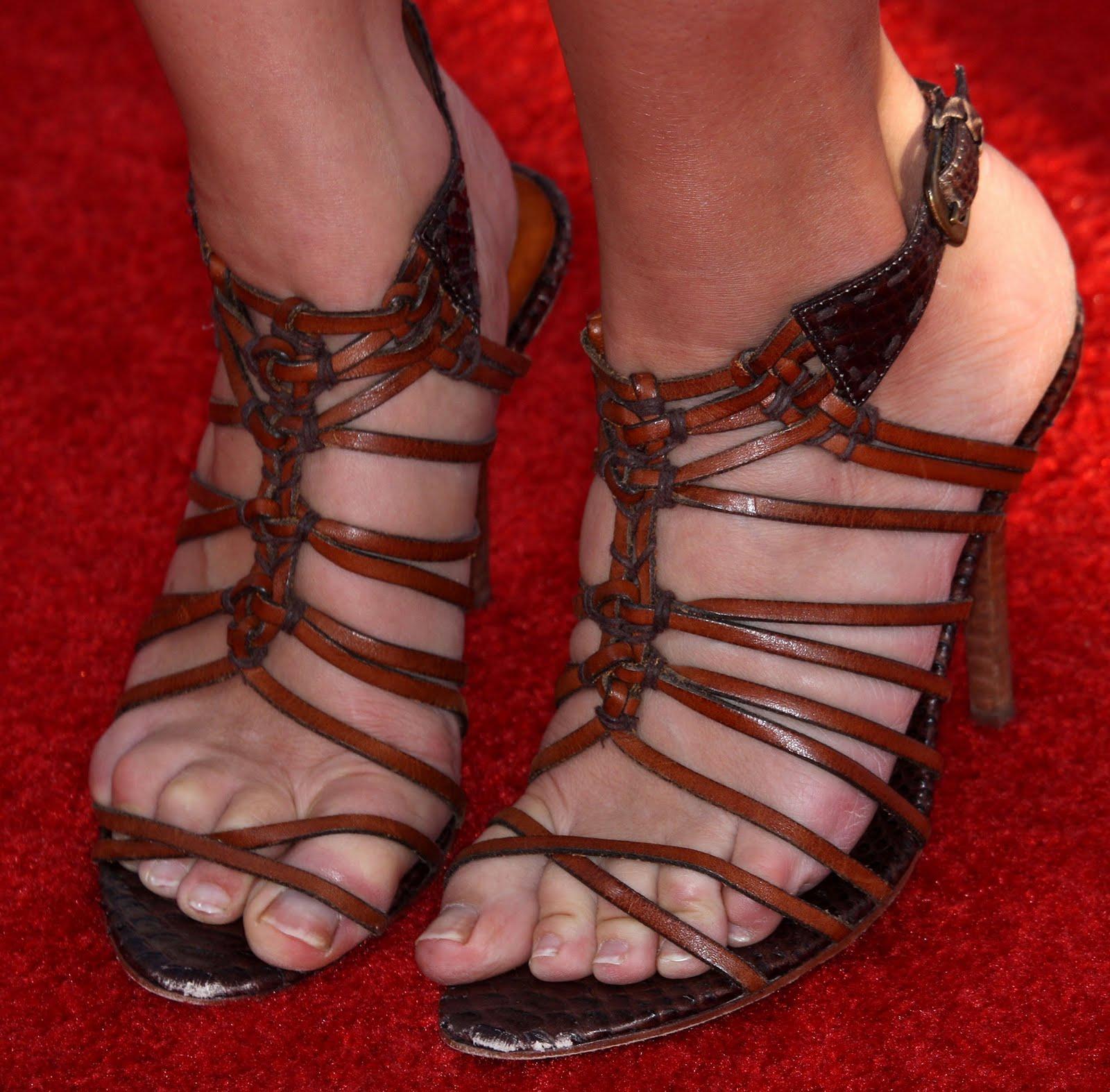 Jennifer Finnigan Feet body foot: jennifer morrison feet