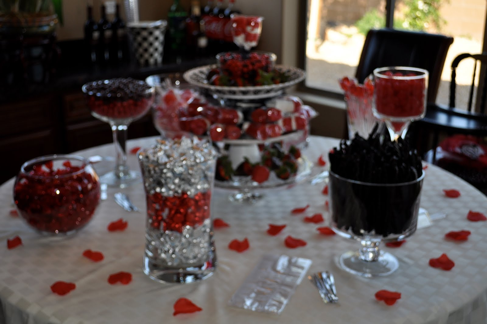 totally lauren amber red black bridal shower candy. Black Bedroom Furniture Sets. Home Design Ideas
