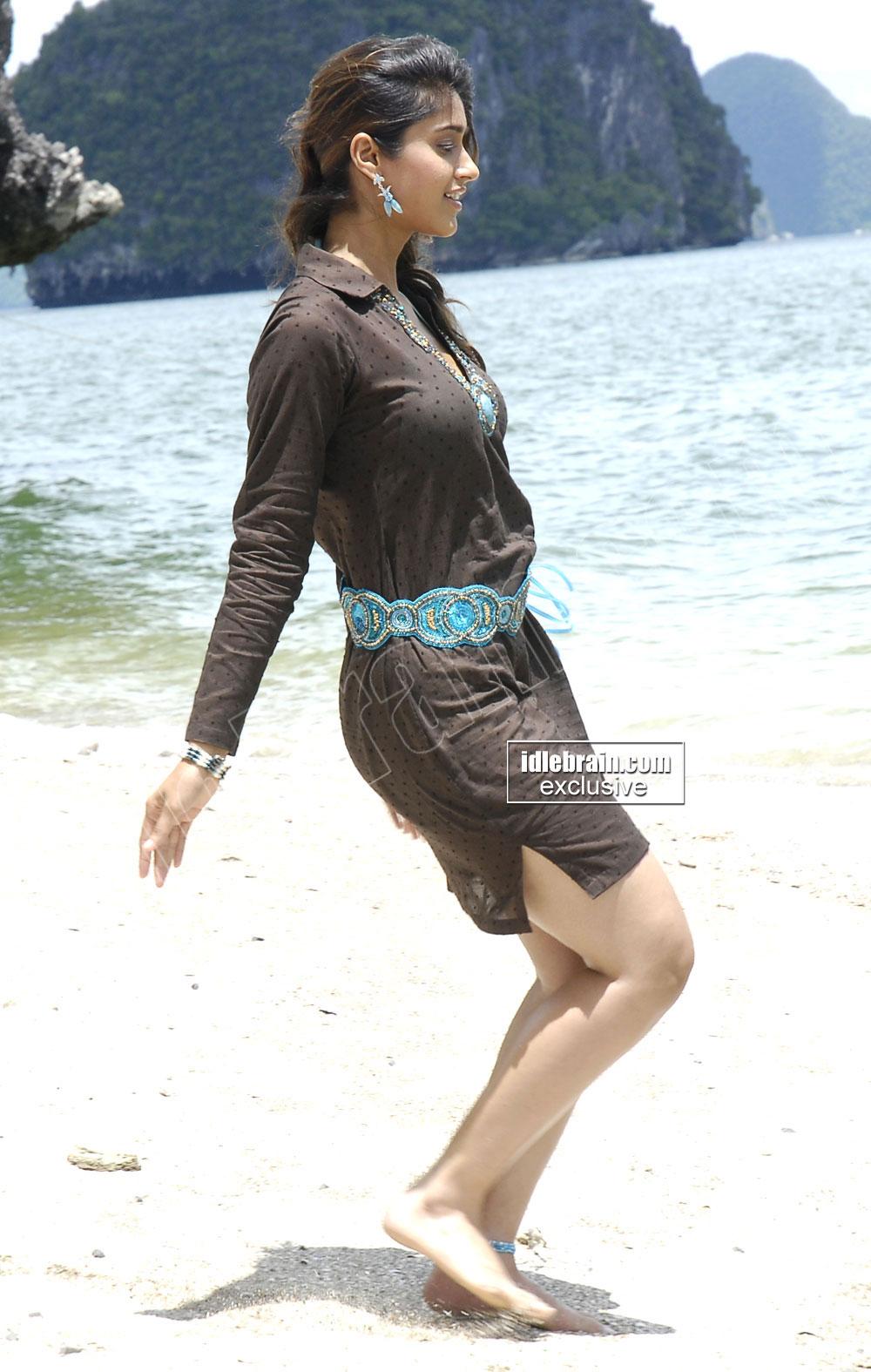 Ileana Dance on beach