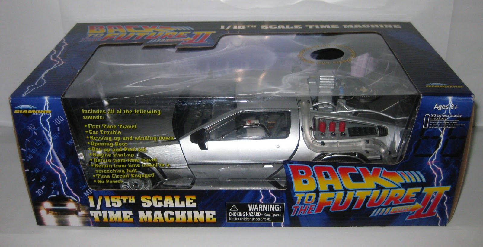 Diamond Select Toys Delorean 85