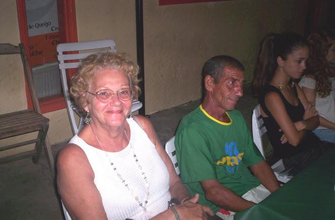 MÃE DOS ORIUNDOS RUBENS E RAMON ACOMPANHANDO OS SHOWS