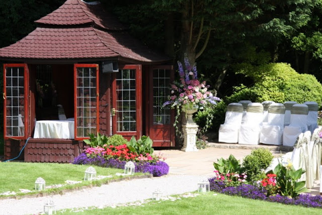 how to decorate gazebo for wedding out door wedding of ruth amp steve danson s country 4916