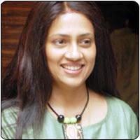 Lakshmi Ramakrishnan tonsures her head for 'Yutham Sei'
