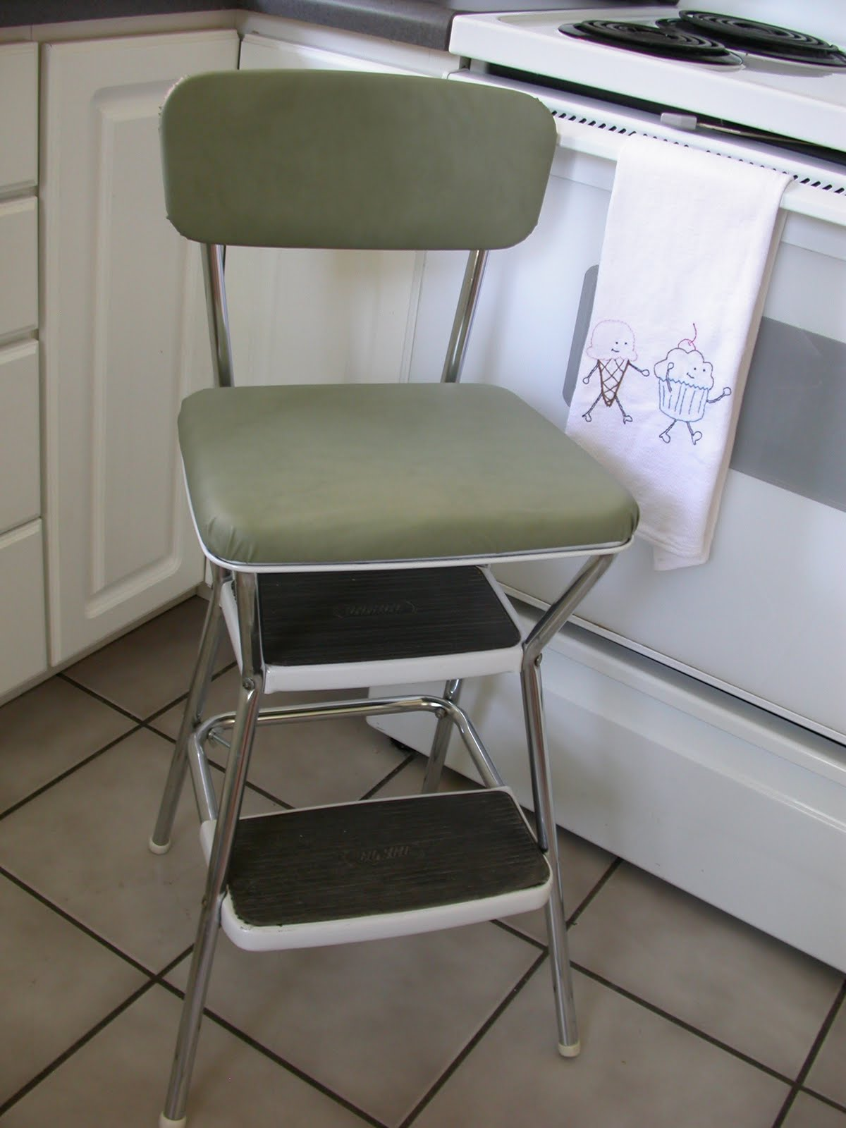 Excellent Tracy Design Lab 443 Deja Vu Step Stool Short Links Chair Design For Home Short Linksinfo