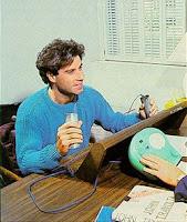 الممثل جون ترافولتا من أتباع السينتولوجيا أثناء خضوعه لجلسة مع جهاز أودير