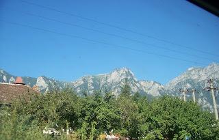 جسم مجهول ظهر في صورة التقطت من نافذة قطار كان ماراً في رومانيا بين جبال بريديال وسينايا