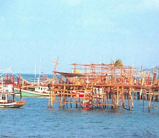 The pier of Samae San Village