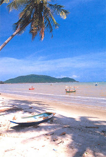 Atmosphere of Mae Ramphueng Beach