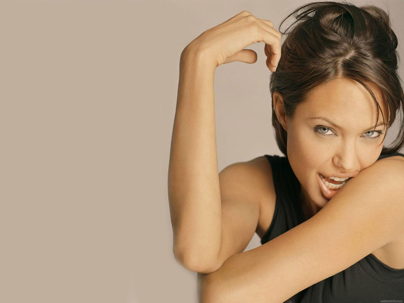Angelina Jolie Hot Girl Wallpapers very cute and sexy ...