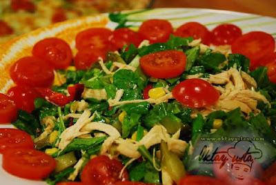Rokalı Portakal Soslu Salata Tarifi-Rokalı Portakal Soslu Salata Yapılışı