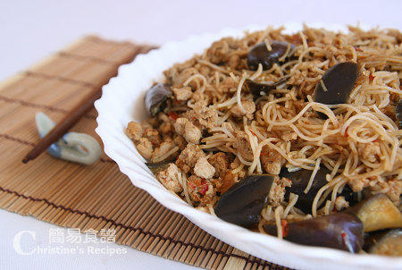 魚香茄子炆米粉 Fried Rice Noodles with Spicy Eggplant & Pork01