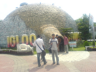 In front of the Igloo House (a very funny one hehe :D)