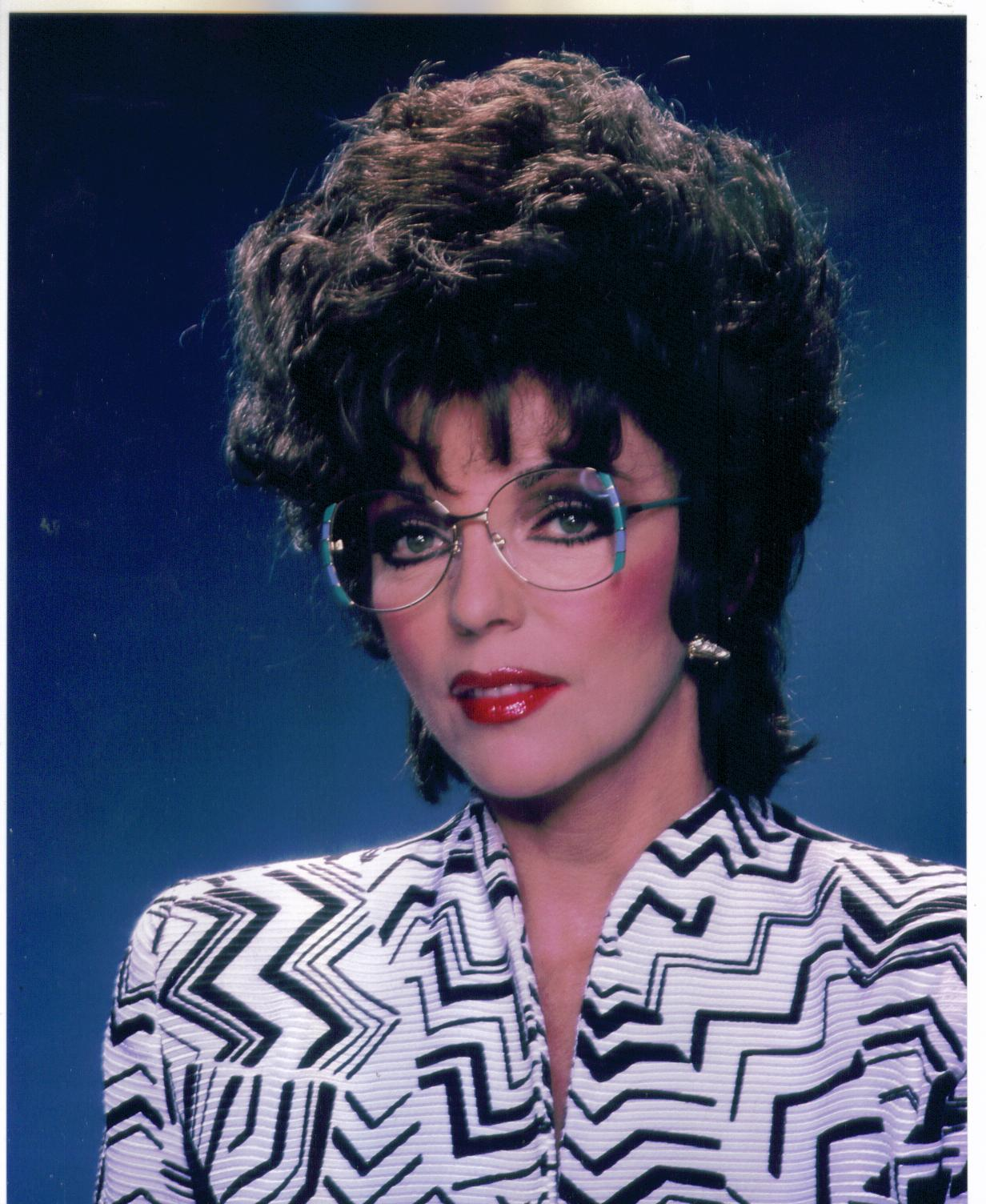LEGENDARY DAME!: PHOTO OF THE DAY : JOAN COLLINS EYEWEAR