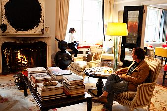They Have Built Respectable Empires And Elished Great Names For Themselves Their Apartment Is A Tad Eclectic Yet Preppy 100 Timeless Classic