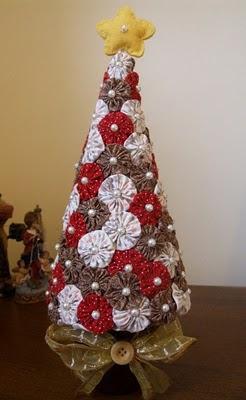 Árvore de Natal de flores de tecido com estrela