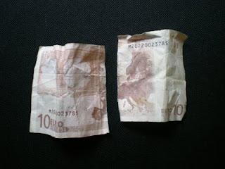 Billete de 10 euros roto