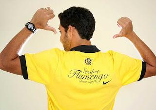 Nas costas da camisa em homenagem a Raul Plasmann 2b95b3b968113