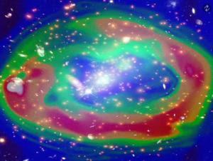 Ondas de choque viajando a través del gas mientras dos cúmulos de galaxias chocan