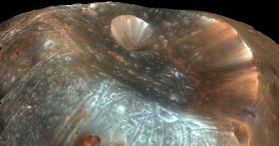 Imagen del cráter Stickney en la luna Fobos de Marte