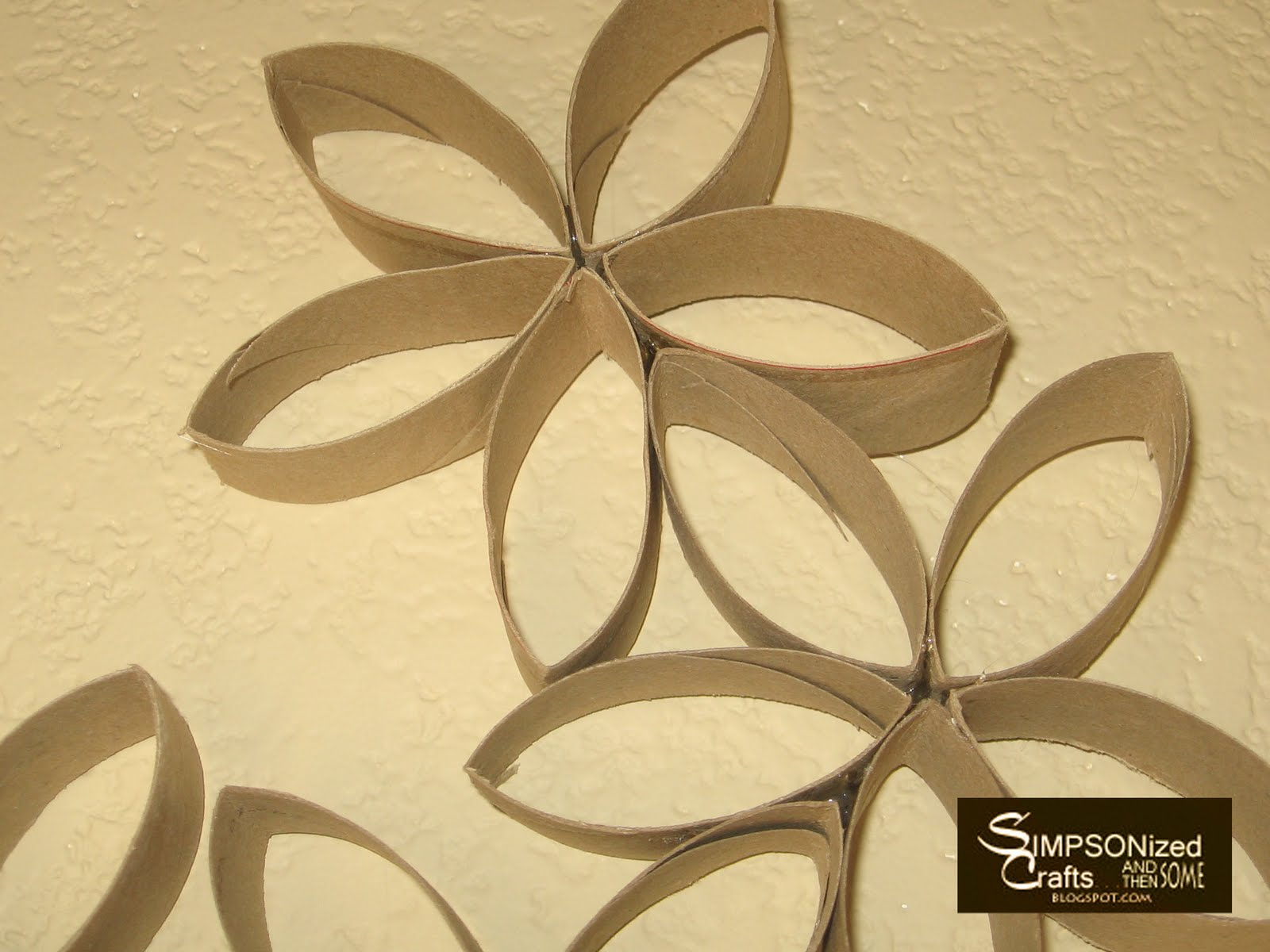 Old Fashioned Toilet Paper Roll Flower Wall Art Picture Collection ...