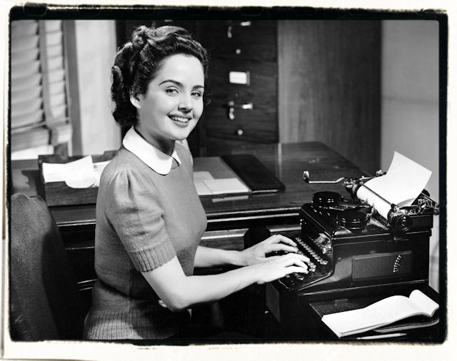http://1.bp.blogspot.com/_Vfu8CZw0DPs/TSycHhGggKI/AAAAAAAAIp0/sAmIdbYrpcI/s1600/girl_typing.jpg