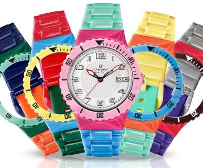 5c24e5eea7b Meninos e meninas de todas as idades imploram por esses relógios  e depois  para ganhar (ou comprar com suas mesadas) mais pulseiras para a coleção.