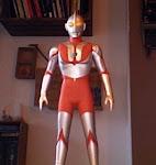 Ultraman (Hugo disfrazado)