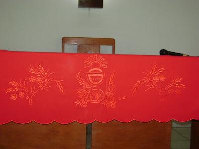 Bordei esta toalha para a igreja que frequento, e foi usada no dia de