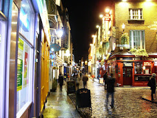 Temple Bar district at night