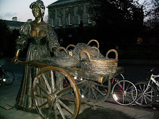 Statue of Molly Malone on Grafton Street