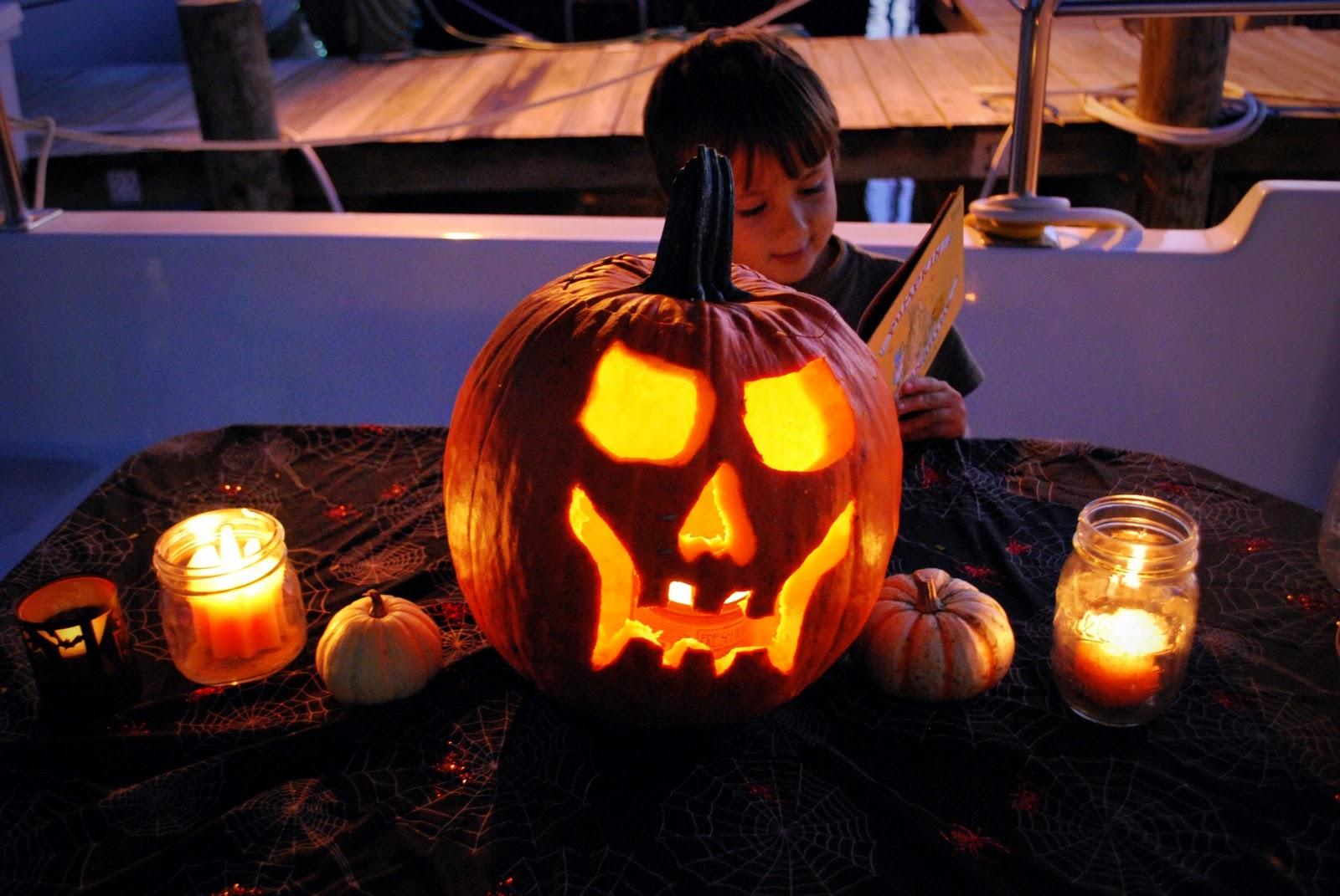 Funky And Freakish 20 Tropical Halloween Decor Ideas T
