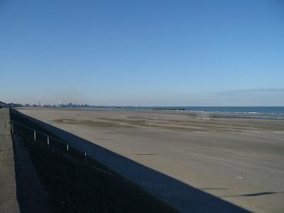 Dunkerque plage a marée basse par pierre-yves gires