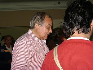 El público mostró mucho interés en los libros exhibidos.