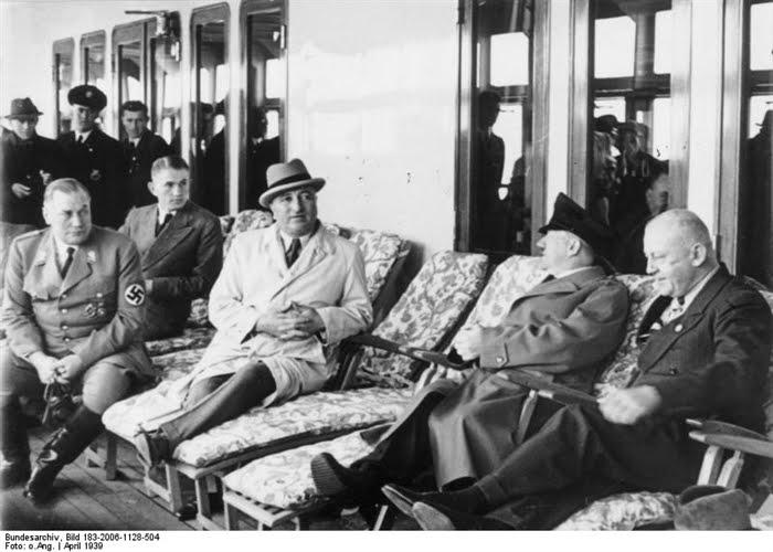 THE SECOND WORLD WAR Adolf Hitler  Photo gallery