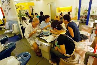 Toilet Restaurant RestaurantePeculiarCuantoMenos02