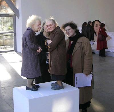http://1.bp.blogspot.com/_W71y72D0Jlg/ScyhY40PLvI/AAAAAAAAEgQ/8Nuhgyvncvs/s400/realistic+sculpture+midgets.jpg