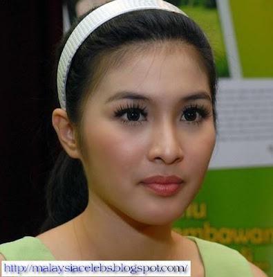 Sandra Dewi Nude 116