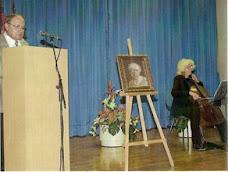 Adolfo Cano presentando la exposición en la Biblioteca de El Campello