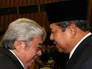 politik yang aneh. itulah kehebatan SBY dan kroninya...