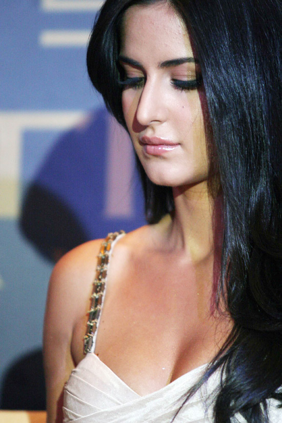 Indian Celebrity Sexy Girls Katrina Kaif Hot Cleavage-7265